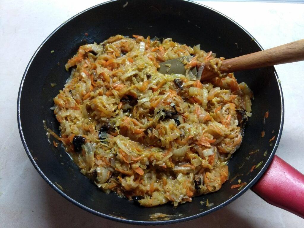 Постная тушеная капуста с черносливом — простой рецепт с фото