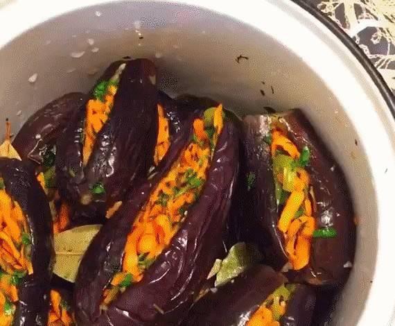 Быстрые маринованные баклажаны: с чесноком и зеленью, с морковью и овощами