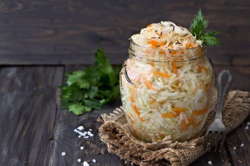 Квашеная капуста - классический рецепт на зиму в банке, бочке, со свеклой и хреном