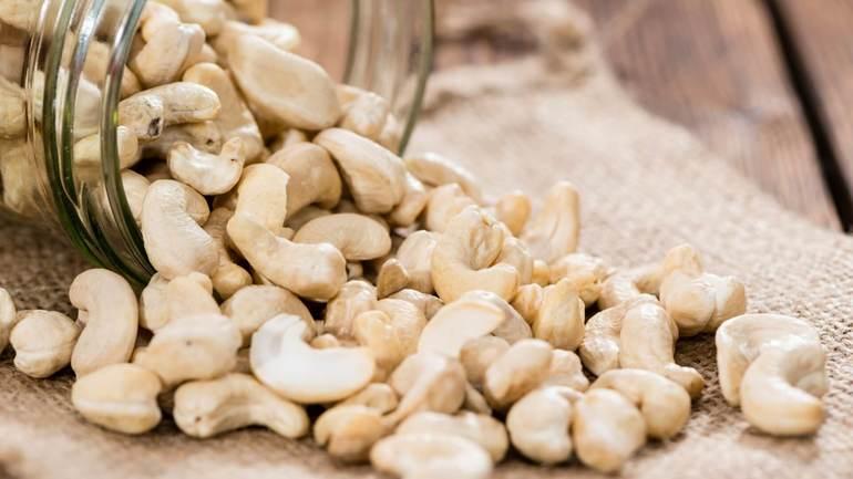 Кешью - польза и вред для организма, свойства ореха и калорийность