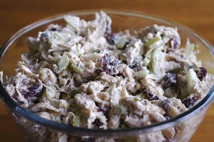 Салат с кедровыми орешками и курицей - настоящий подарок для любителей правильного питания: рецепт с фото и видео