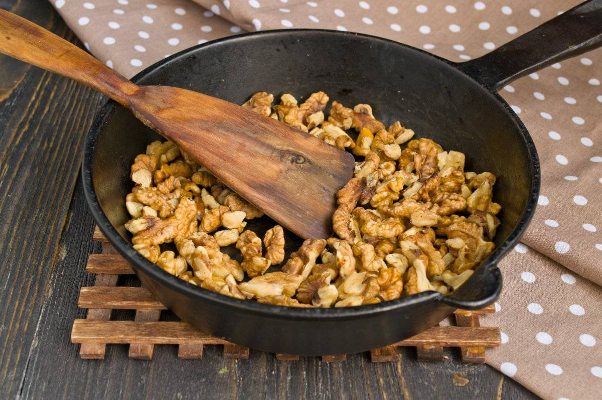 Как обжарить орехи в духовке