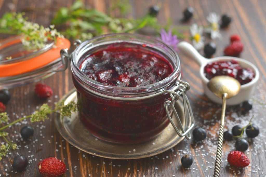 Джем из красной смородины — 6 простых рецептов на зиму