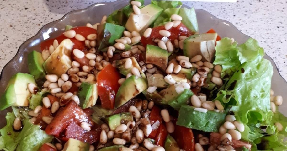Салат с кедровыми орешками: лучшие рецепты