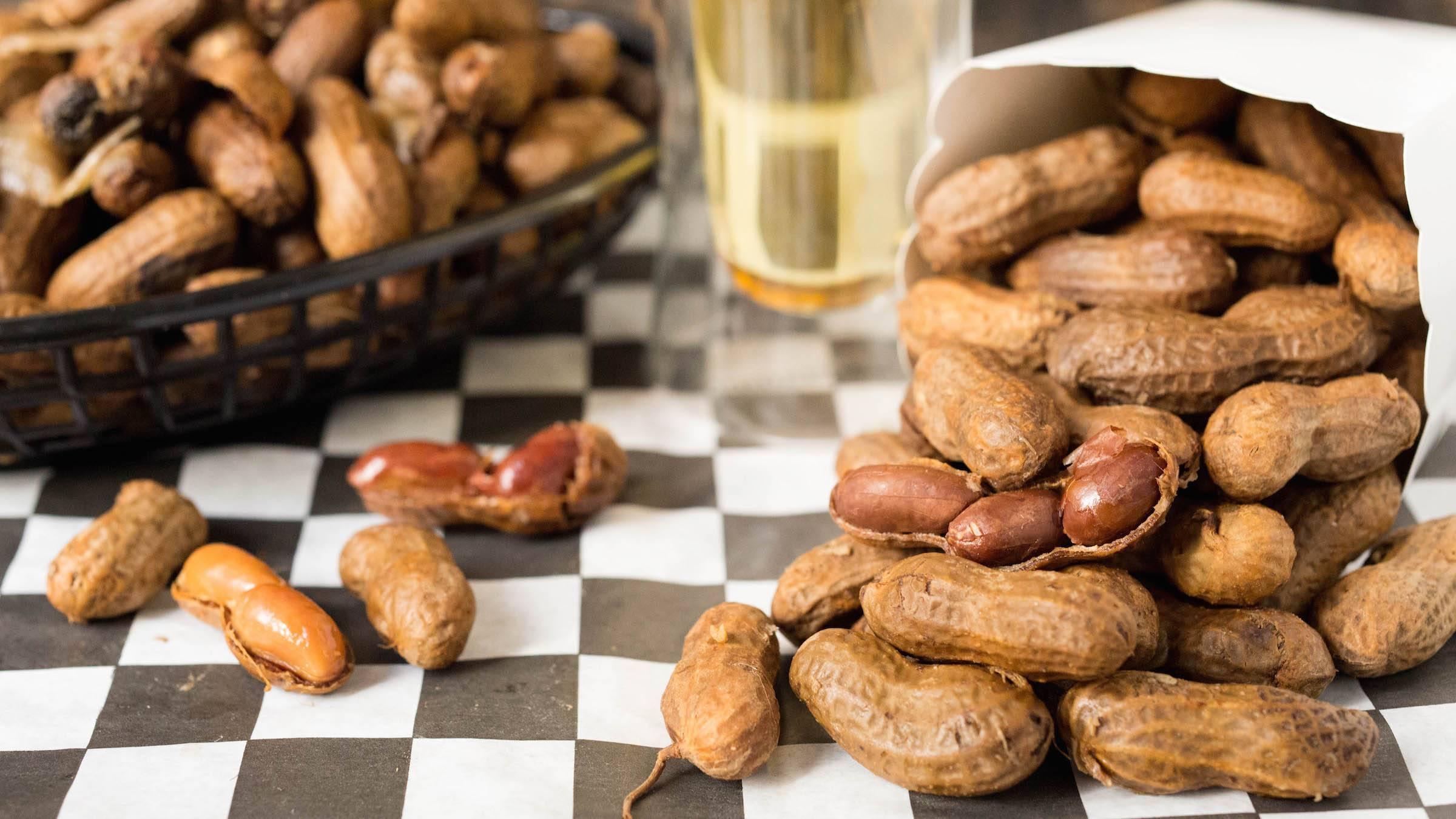 Кешью для мужчин: польза, свойства для потенции, противопоказания, рецепты, и в чем вред для организма, сколько полезных орехов можно есть в день?