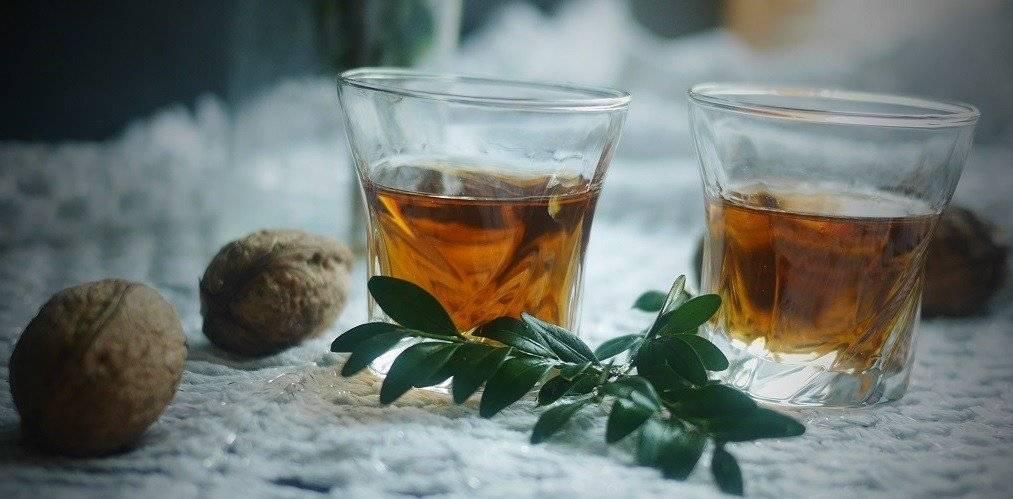 Как готовить и употреблять настойки из перегородок грецкого ореха
