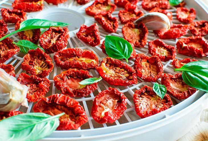 Секреты сушки помидоров в домашних условиях: 4 способа обработки овощей
