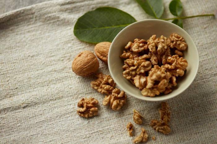 Грецкие орехи при беременности: польза, вред, правила употребления