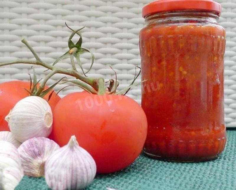 Аджика из помидоров и чеснока : 8 классических рецептов вкусной аджики