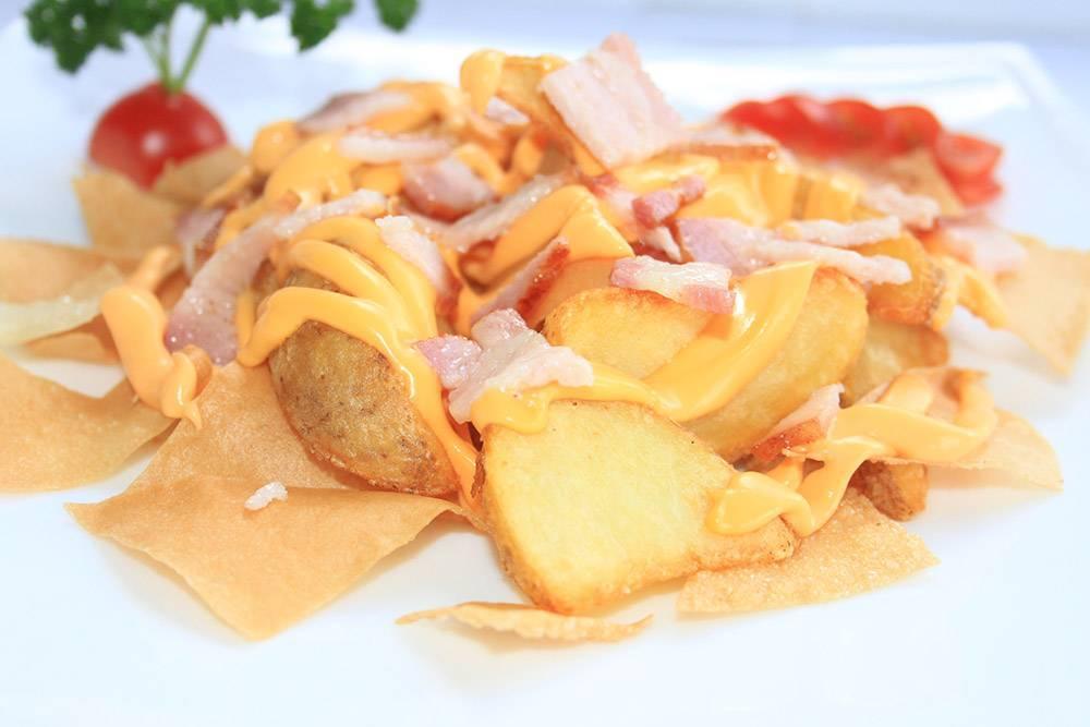 Картофель, запеченный с беконом и сыром
