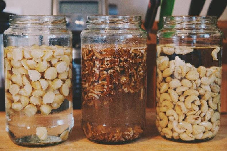 Замачивание грецких орехов перед употреблением в пищу