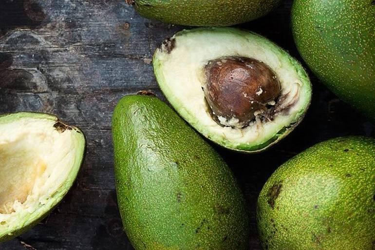 Косточка авокадо: полезные свойства и советы по применению