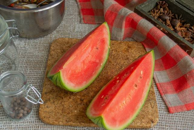 Как засолить арбузы в бочке на зиму целыми: рецепты засолки, полезные советы, условия хранения