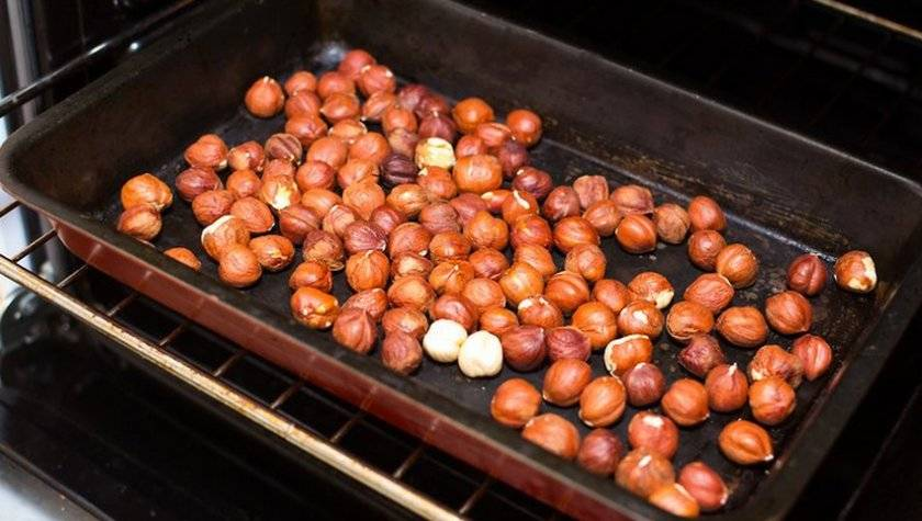 Как жарить грецкие орехи: на сковороде, в духовке, в микроволновке