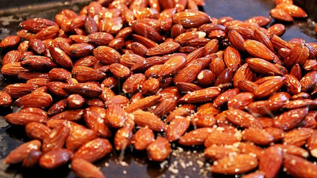 Миндаль орехи: польза и вред для организма, сколько нужно съесть