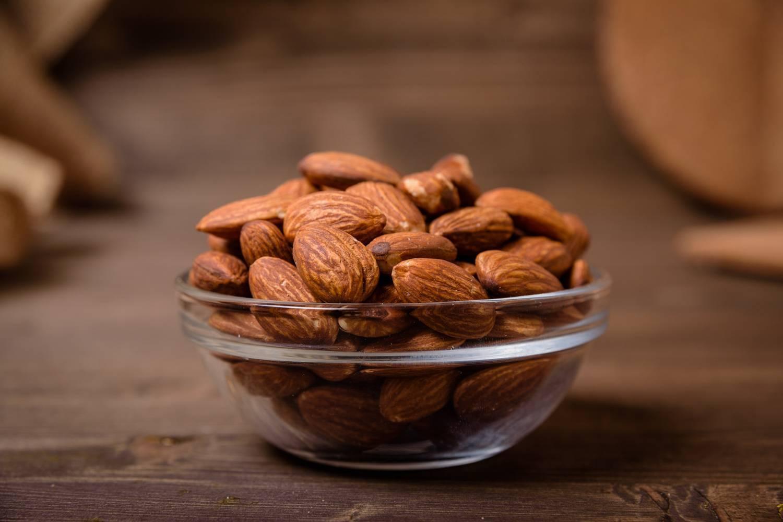 Витамины в составе миндального ореха − поможет ли горсть орешков принести счастье и унять сердечную боль?