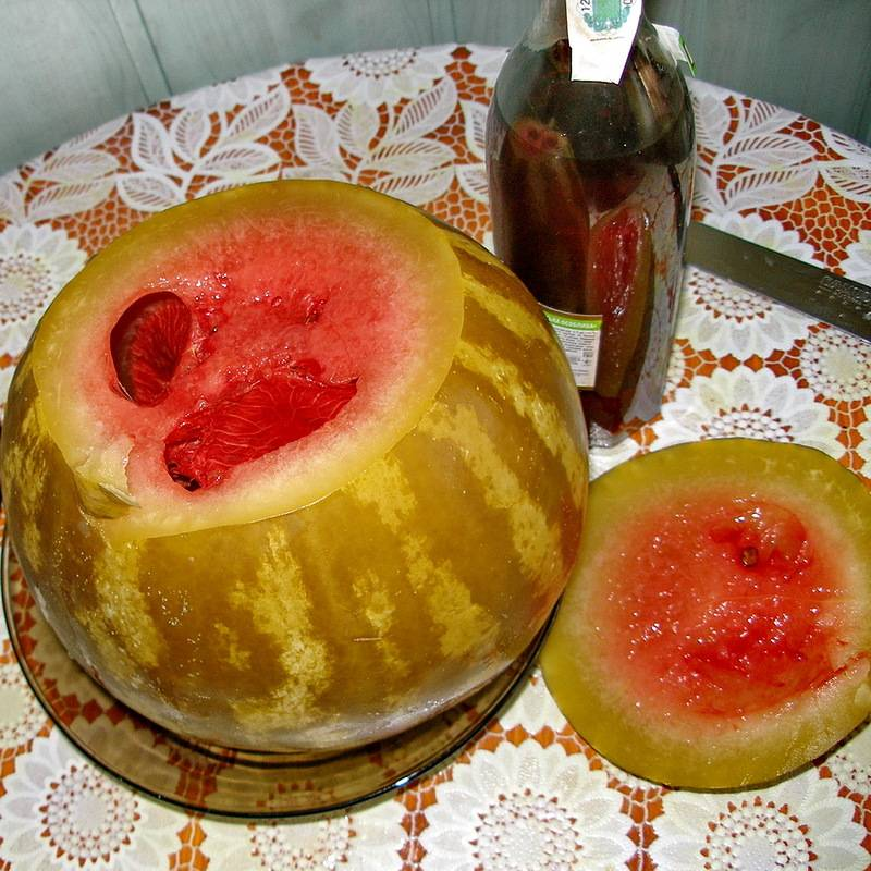 Как засолить арбузы кусочками в кастрюле, ведре или банке?