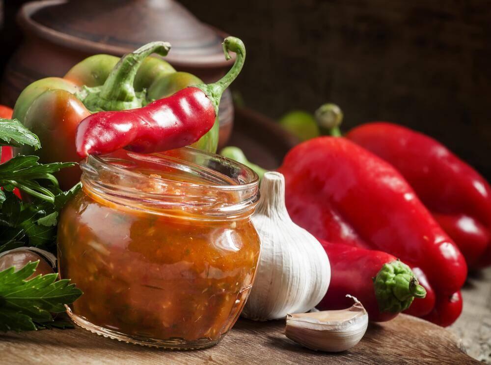 Аджика из помидоров на зиму — 7 острых рецептов «пальчики оближешь»
