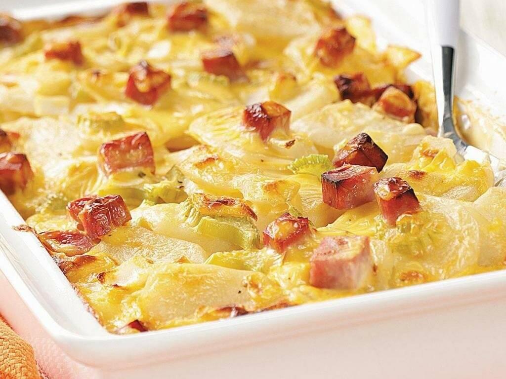 Картошка - гармошка с беконом и сыром в духовке: рецепт с фото
