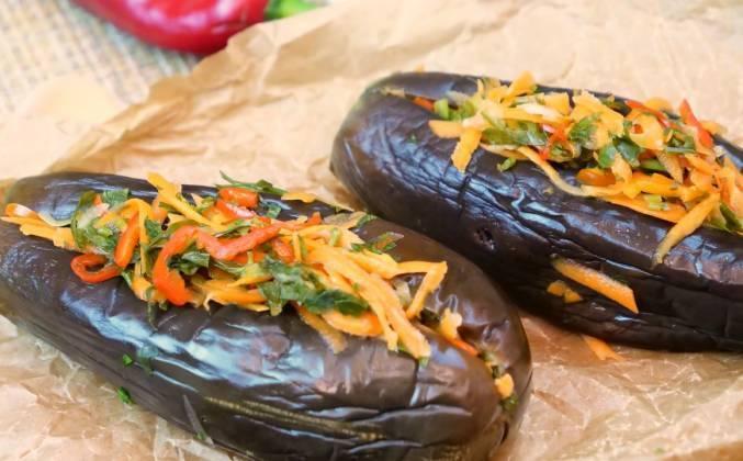 Баклажани фаршировані капустою і морквою.  квашені баклажани з капустою