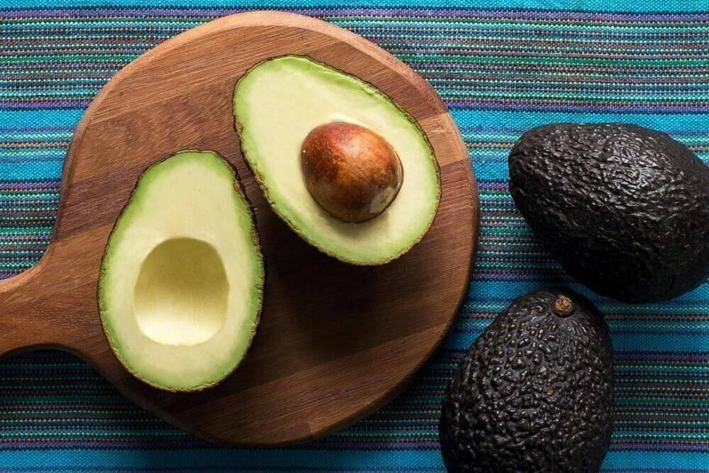 Косточка авокадо: что с ней делать, можно ли есть орех, что можно сделать из семени