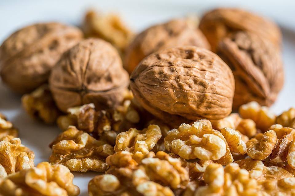 Грецкие орехи для мужчин: польза и вред, эффективные средства на их основе
