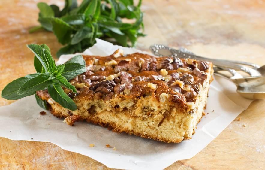 Вкусный яблочный пирог с грецкими орехами