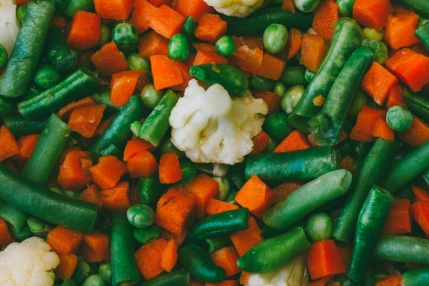 Ассорти из цветной капусты, зеленой фасоли и горошка. домашнее консервирование. соление. копчение. полная энциклопедия