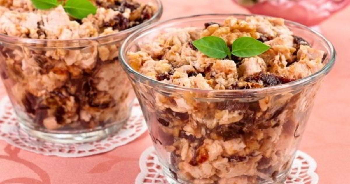 Салат из чернослива курицы и грецких орехов