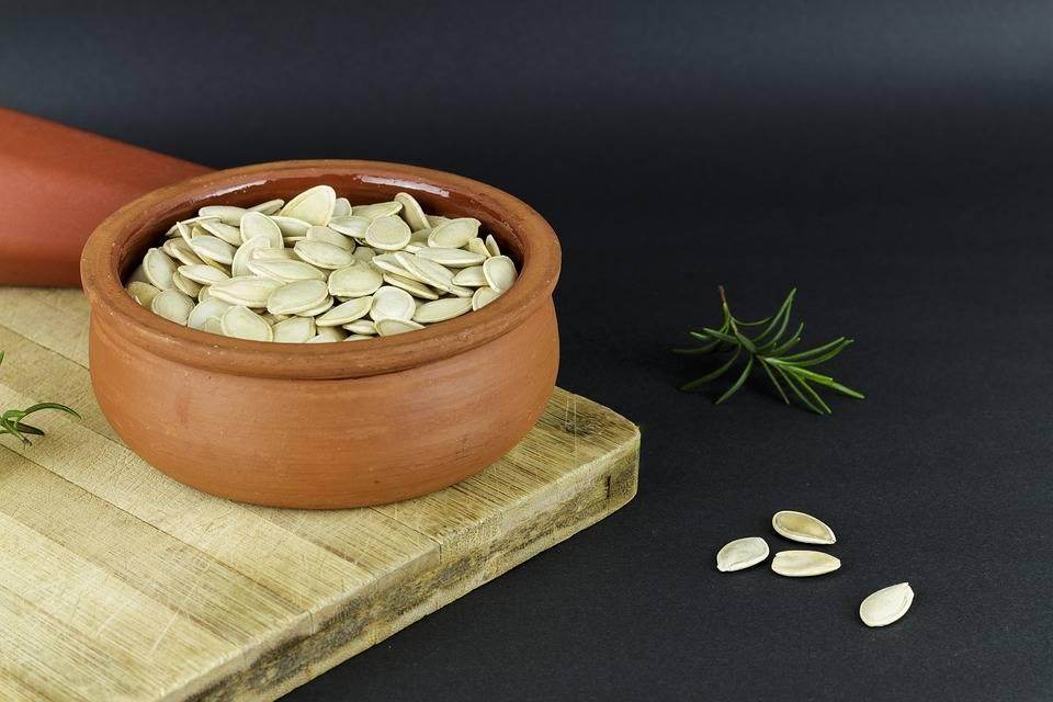 Польза и вред кабачковых семечек для здоровья. чем полезны кабачковые семечки