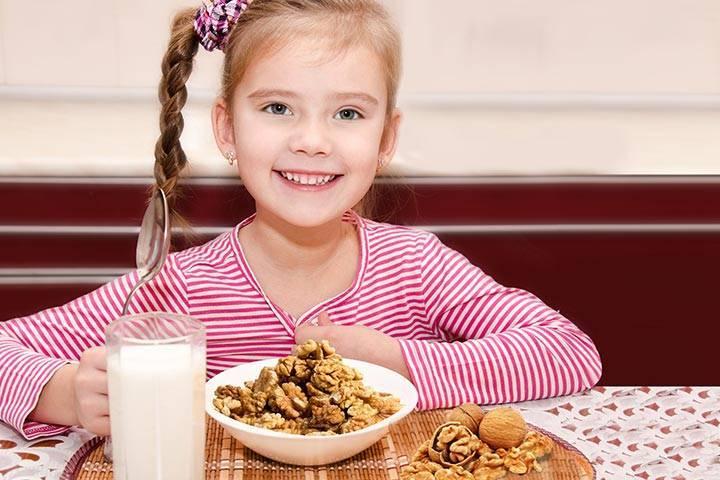 Возраст, с которого можно давать детям орехи