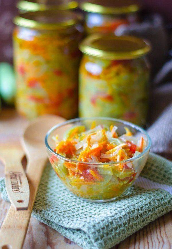 Салат из зеленых помидор на зиму - один из способов разнообразить рацион в холодное время года: рецепт с фото и видео
