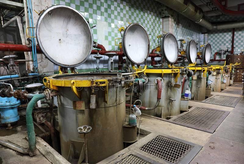 Как делают рыбные консервы на заводе