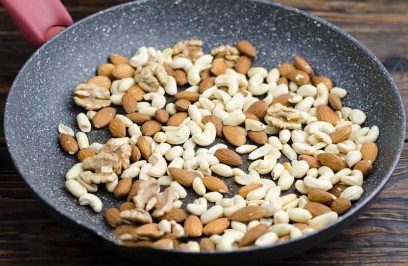 Почему нельзя жарить кедровые орехи в скорлупе