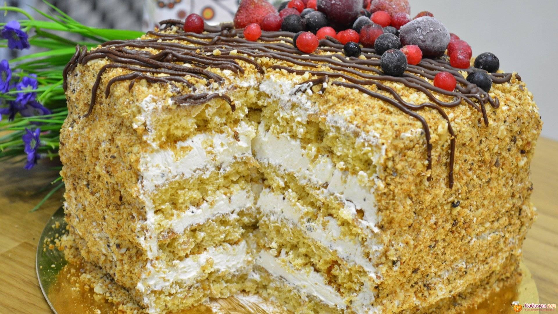 Арахисовый торт с ягодно-ореховой начинкой – кулинарный рецепт