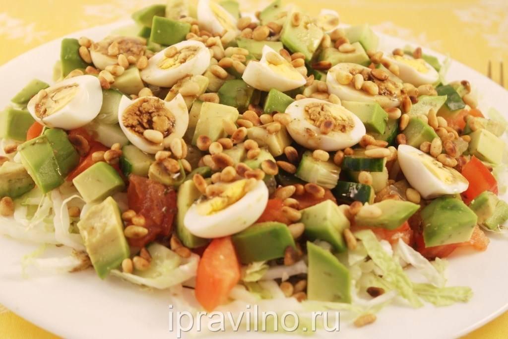 Салат с томатами и кедровыми орехами – кулинарный рецепт