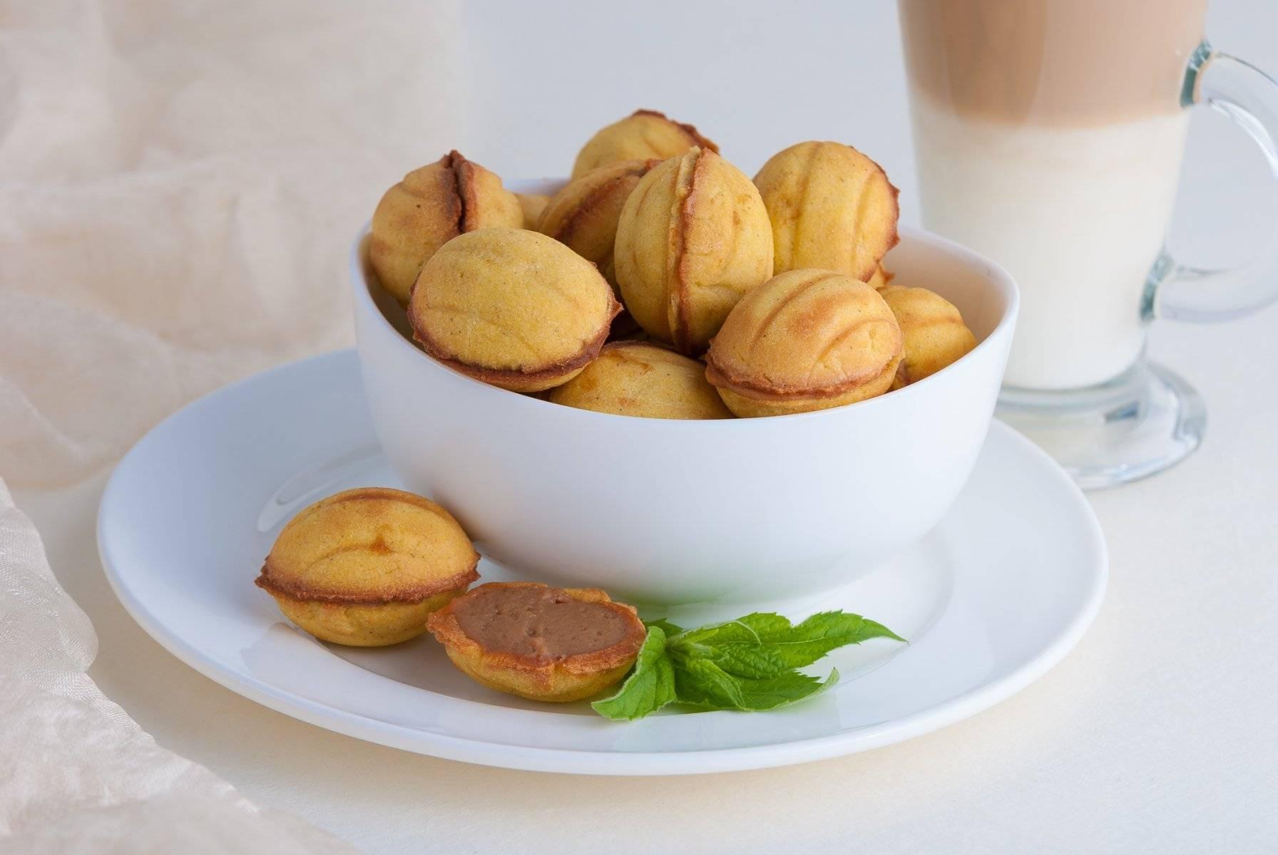 Как приготовить орешки со сгущенкой в орешнице – классический рецепт с фото