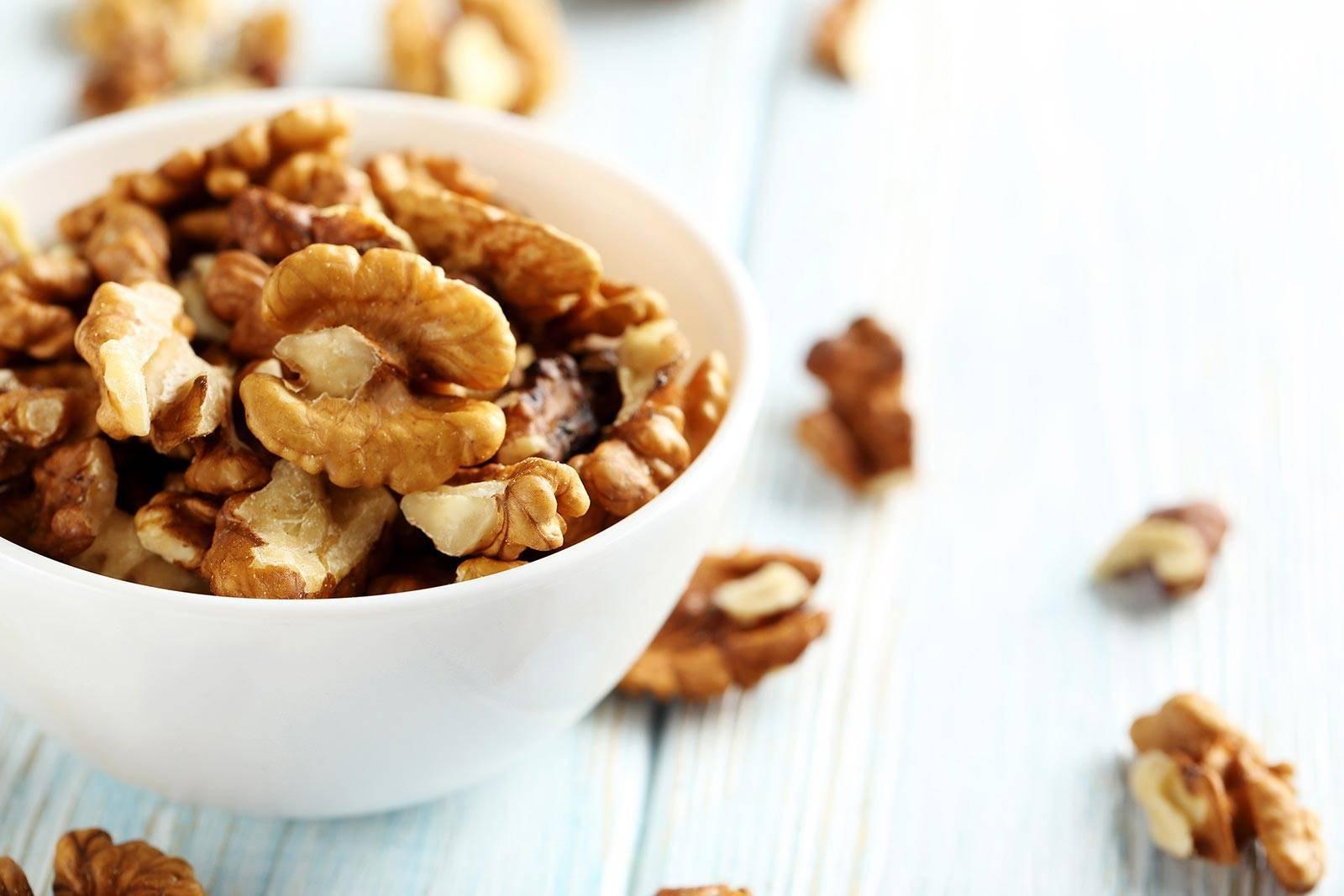 Можно ли есть грецкие орехи при эрозивном гастрите и болезни иных типов? польза, вред и правила употребления
