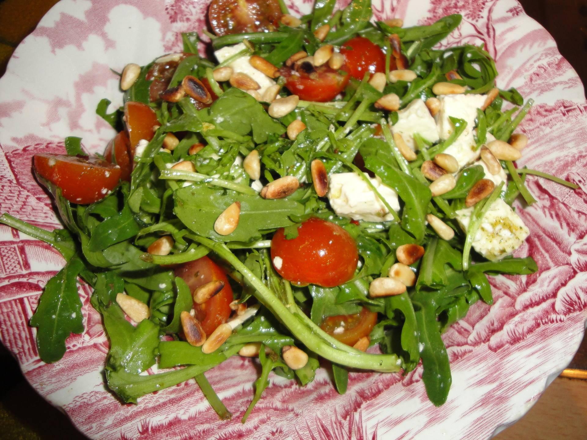Салат с кедровыми орешками, курицей и грибами - 8 пошаговых фото в рецепте