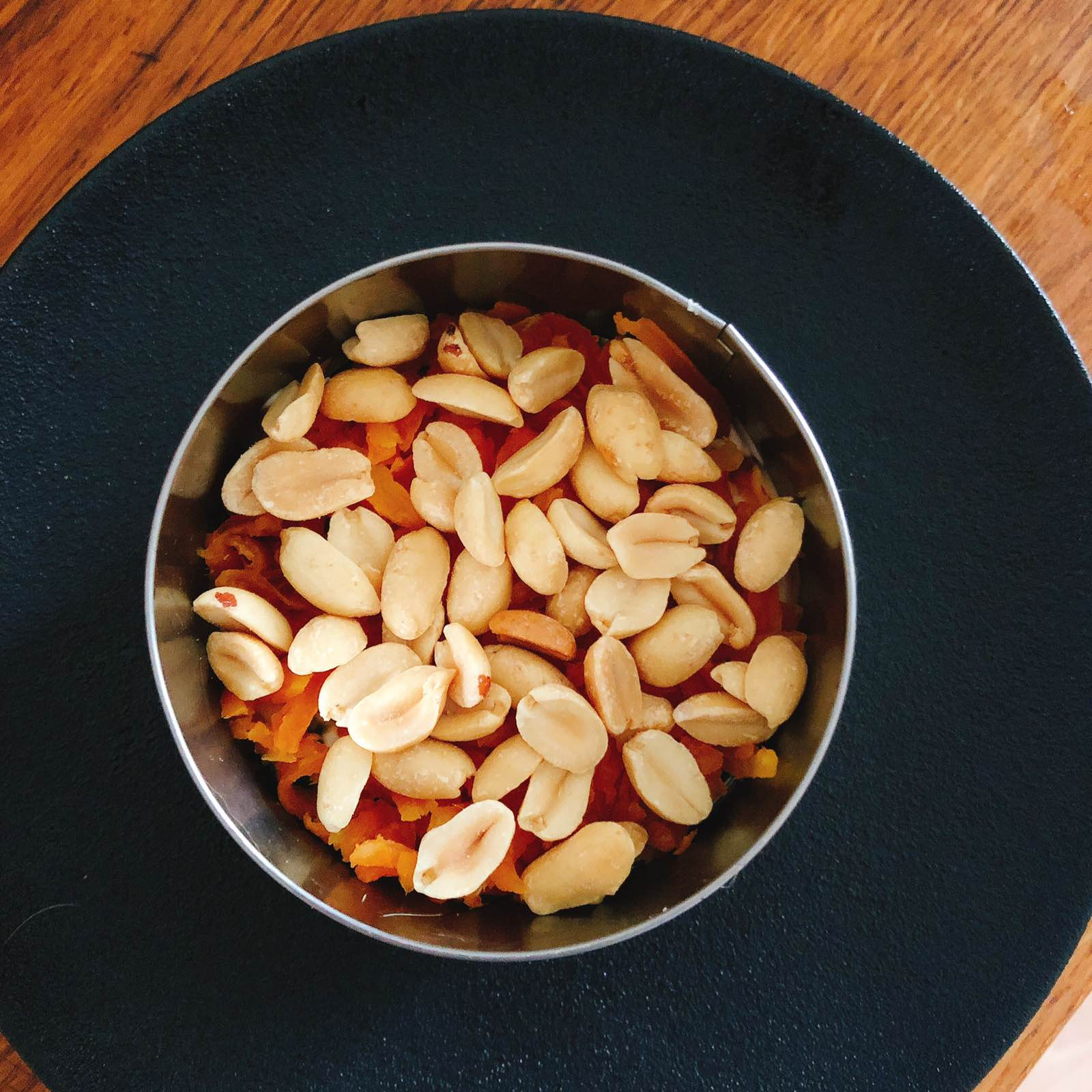 Поиск по запросу «салат с с арахисом»