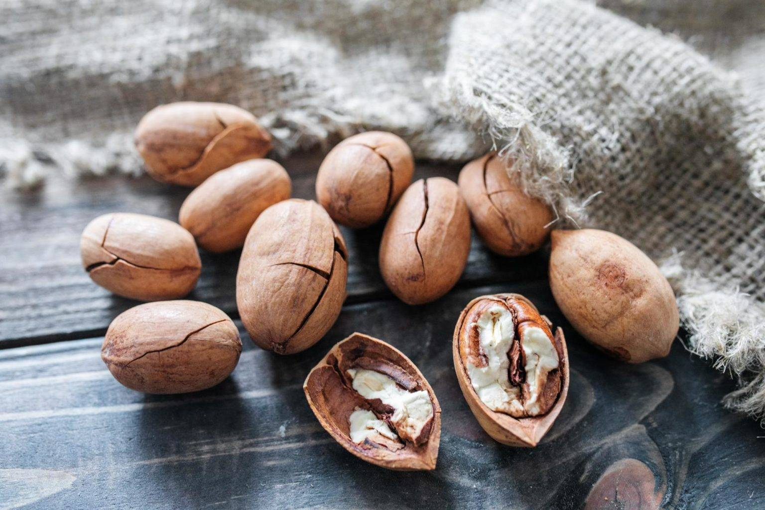 Орех пекан: польза и вред, калорийность, состав, рецепт кленовый пекан