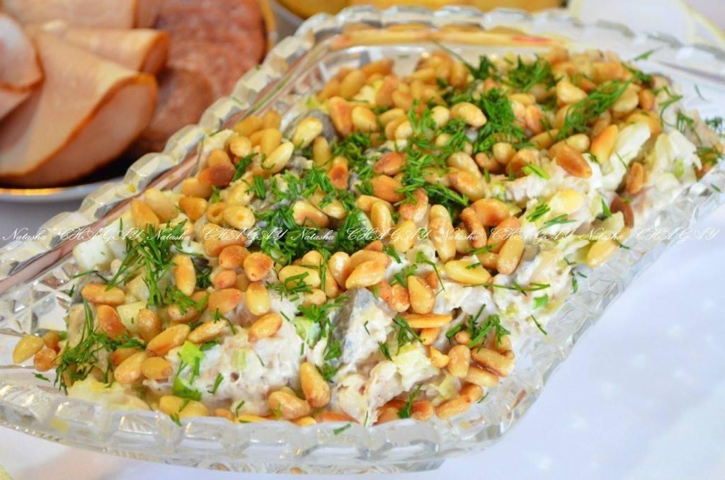 Салат с кедровыми орехами - лучшие кулинарные рецепты. как правильно и вкусно приготовить салат с кедровыми орехами. - автор екатерина данилова - журнал женское мнение