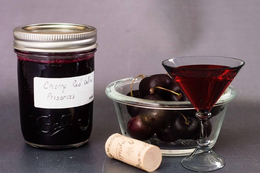 Как сделать домашнее вино из смородинового варенья?