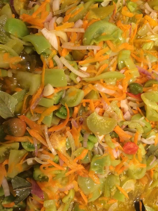 Салат из зеленых помидор на зиму - вкусные рецепты по-корейски, без стерилизации, с томатной пастой, рисом