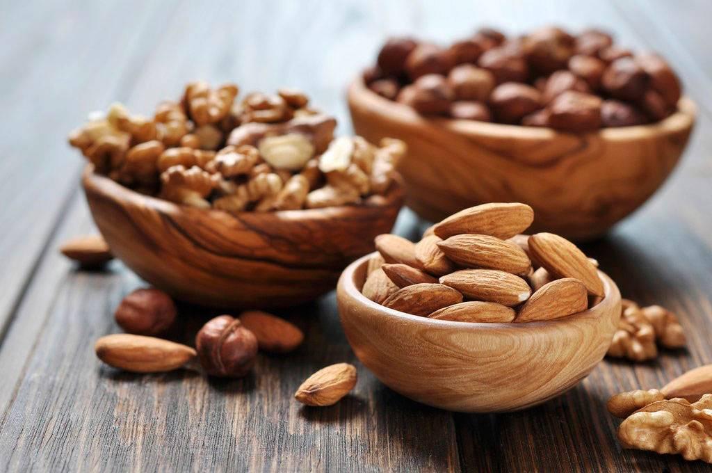 Какие орехи слабят кишечник