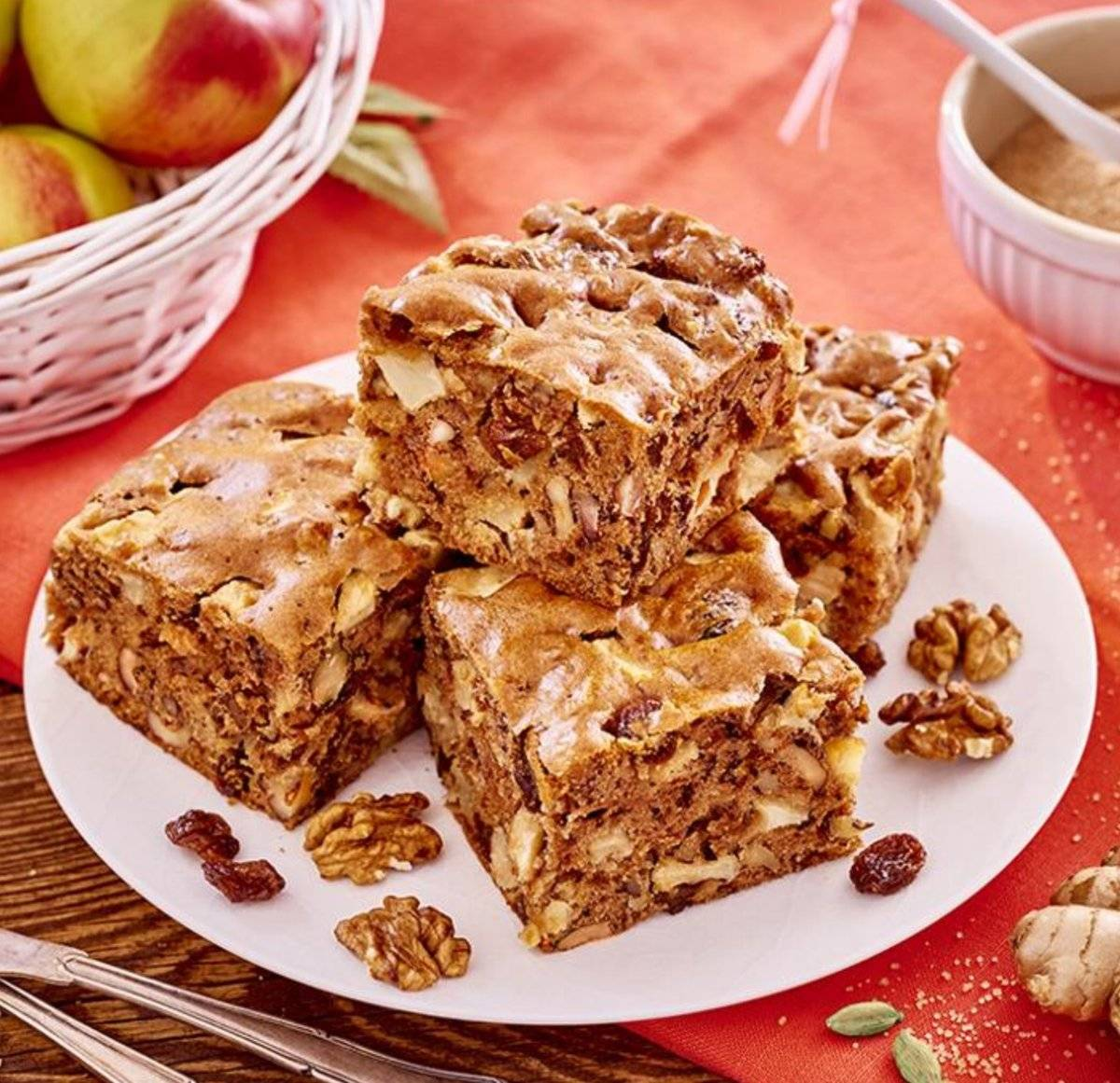 Яблочный пирог с грецкими орехами – кулинарный рецепт