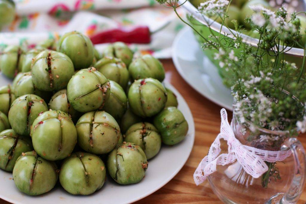 Малосольные помидоры фаршированные: топ-7 рецептов, секреты приготовления