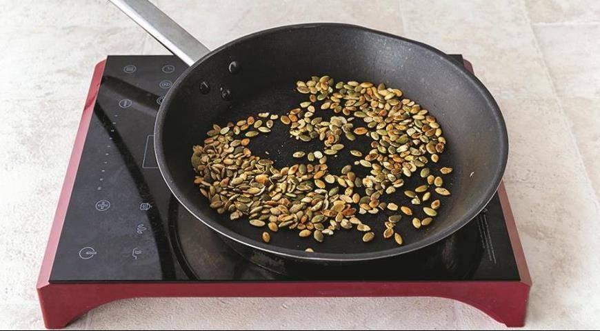 Как пожарить тыквенные семечки: на сковороде, в духовке и микроволновке