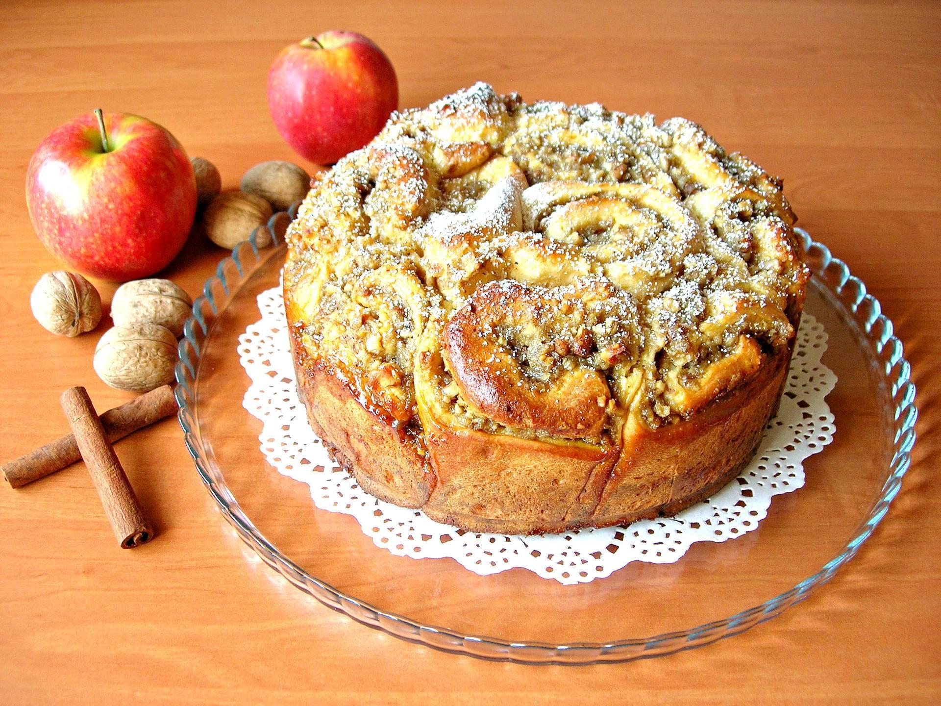 Песочный яблочный ореховый пирог с орехами, изюмом и яблоками