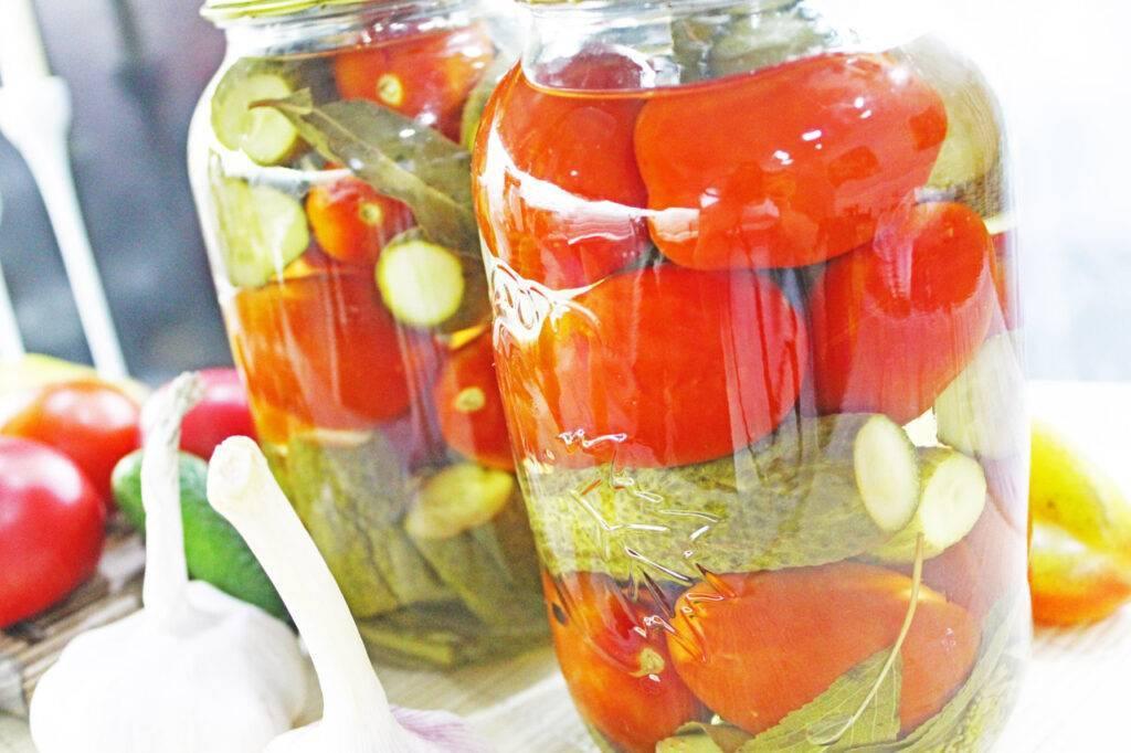 Огурцы в соке красной смородины